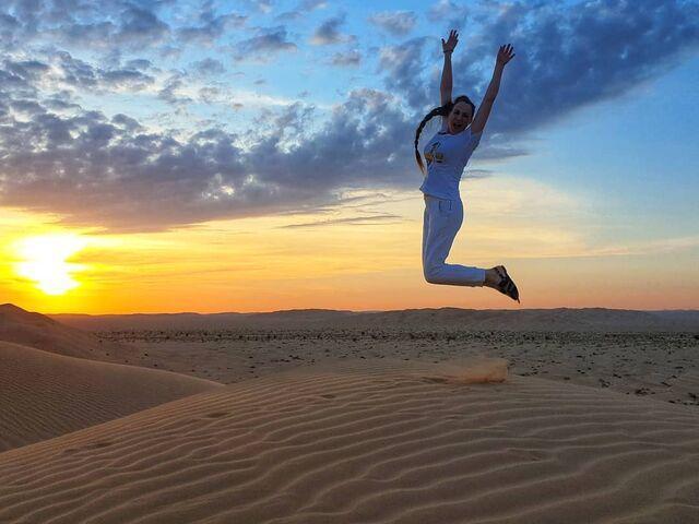 Západ slnka nad púšťou v ománe