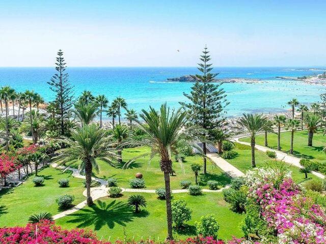 Výhľad na záhradu nissi beach