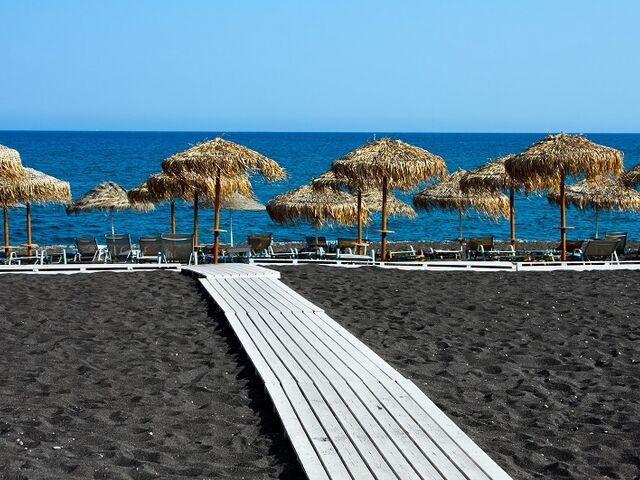 Čierna pláž na santorini