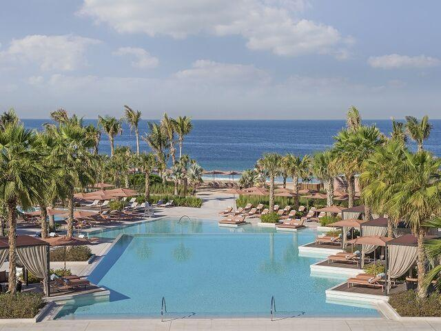 Bazény hotela caesars palace v dubaji