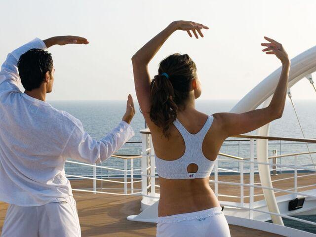 Cvičenie jogy na lodi