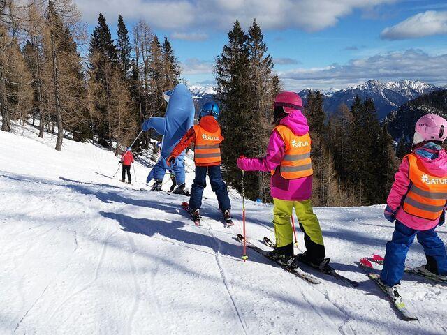 Delfi s deťmi na lyžiach