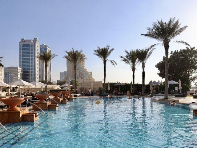 Bazény hotela ajman