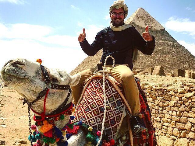 Juraj kordík pred pyramídou