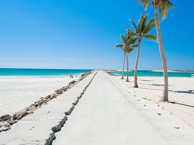 Pláž hotela fanar v ománe