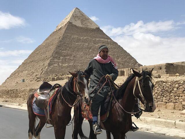 Pred pyramídami v gize v egypte
