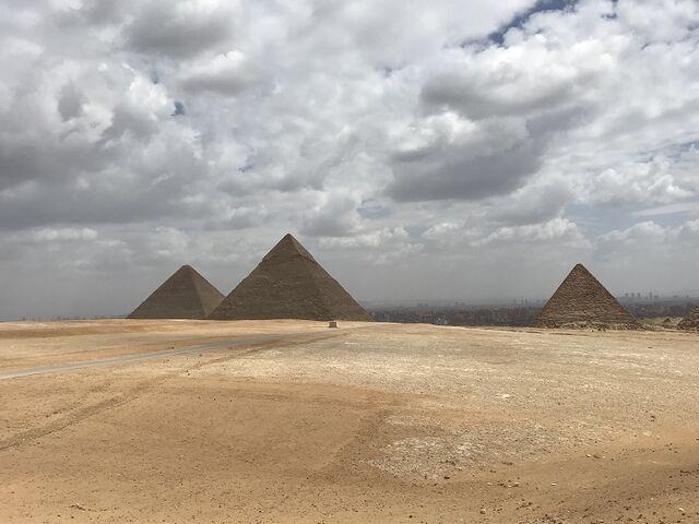 Pyramidy v gize z diaľky