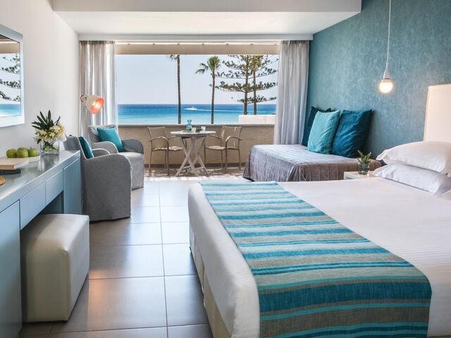Izba hotela nissi beach na južnom cypre