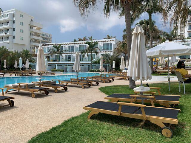 Sunrise hotel a bazén