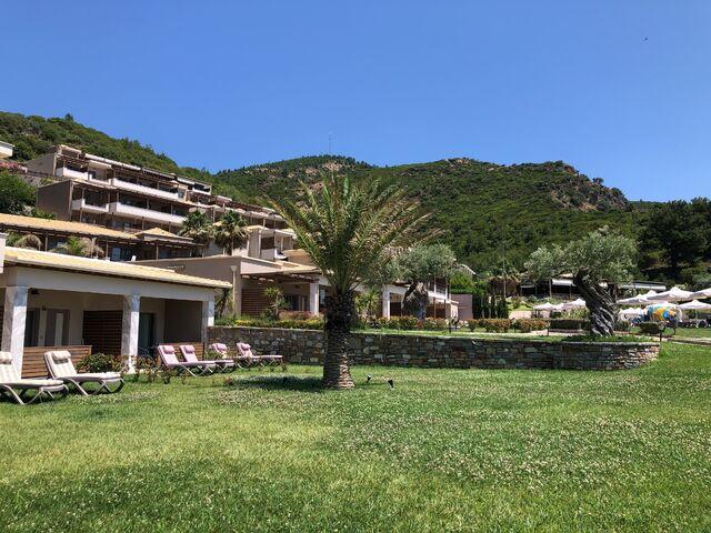 Thassos Grand budova, záhrady a hory
