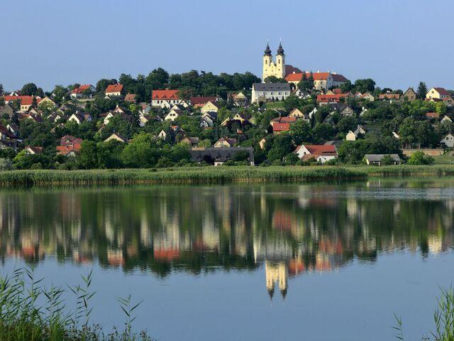 Mesto tihany pri jazere