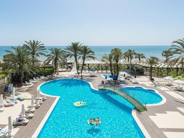 Bazén hotela sandy beach v turecku