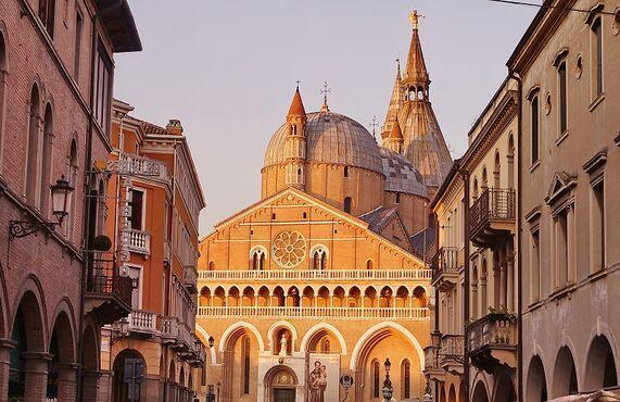Basilica di Sant Antonio, Taliansko