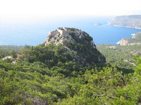 Dedina monolithos na rodose v grécku