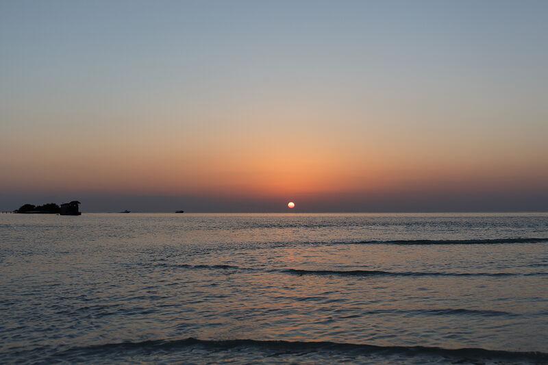 Západ slnka na maldivách