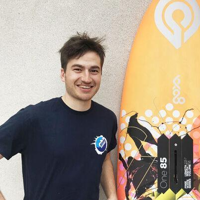 Juraj Bisaha inštruktor windsurfingu na Sicílii