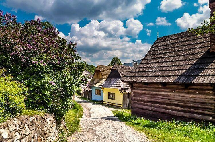 Dedinka vlkolínec na slovensku