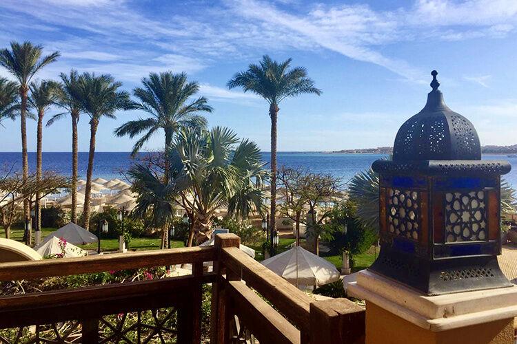 Pohľad na palmy a pláž