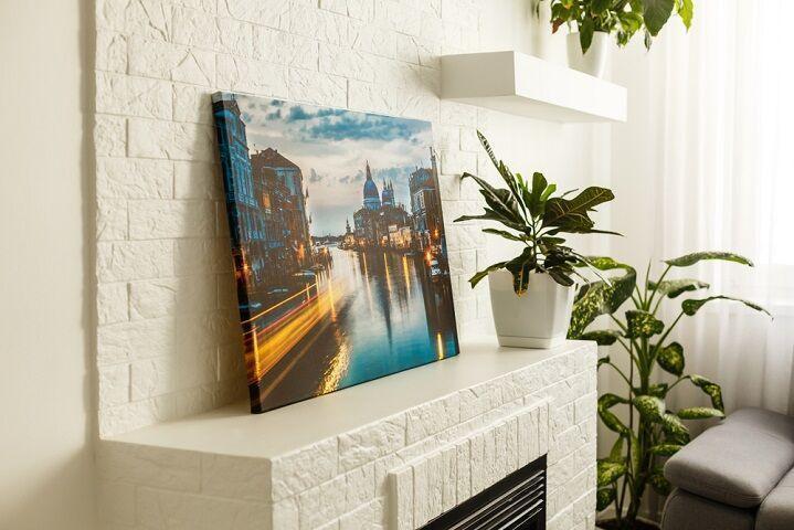 Fotka mesta vytlačená na plátne
