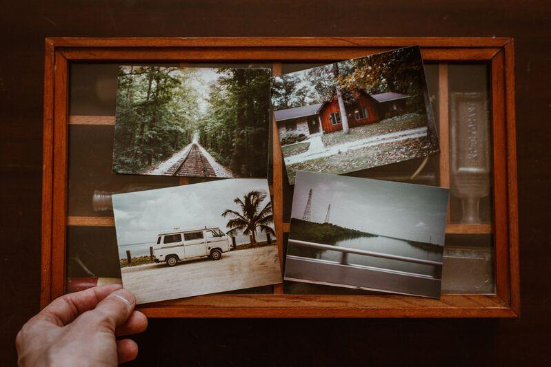 Fotka vložená v kuse dreva