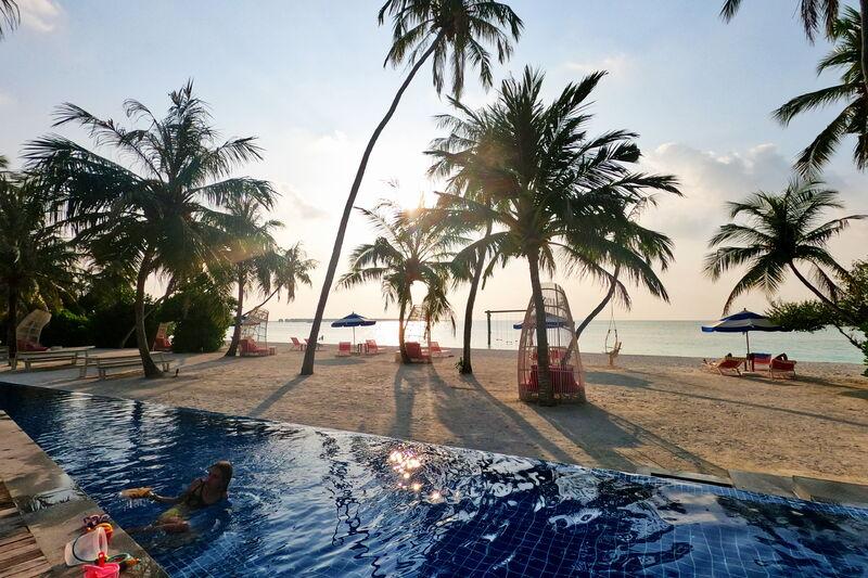 Bazén a pláž v kandima