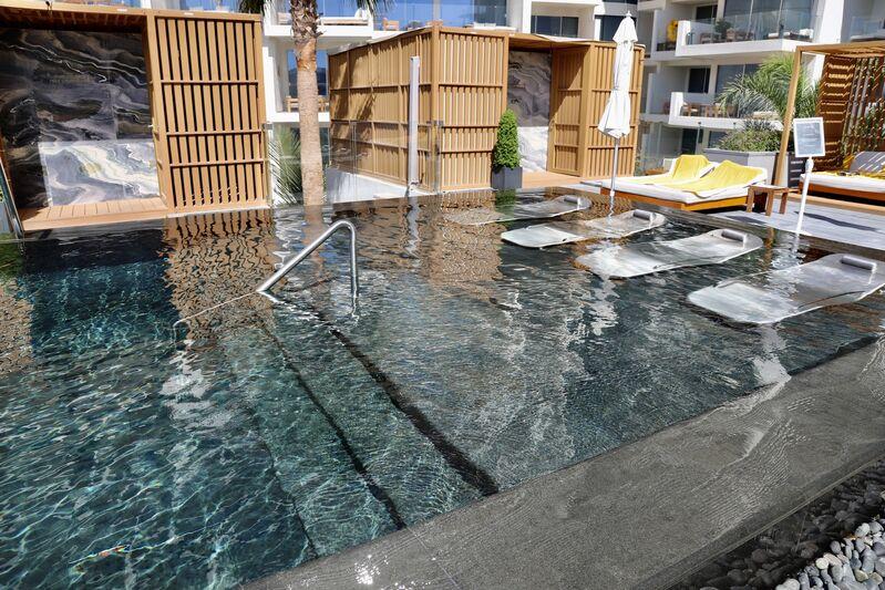 Bazén hotela five