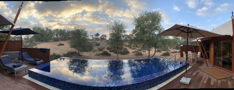 Infinity pool v púšti