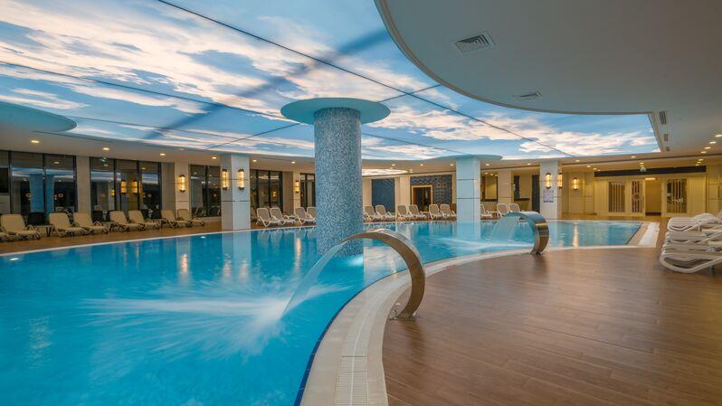 Vnútorný bazén v hoteli Adalya Elite Lara