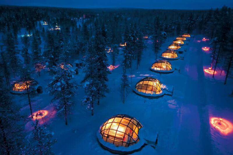 Kakslauttanen v dedinke igloo vo fínsku