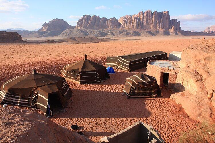 Kemp v púšti wadi rum v jordánsku