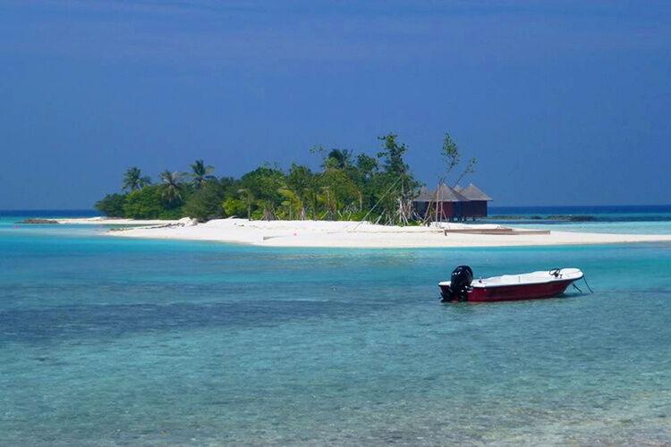 Ostrov s loďkou