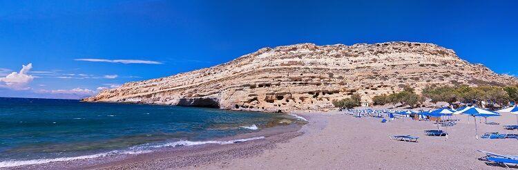 Pláž matala na ostrove kréta