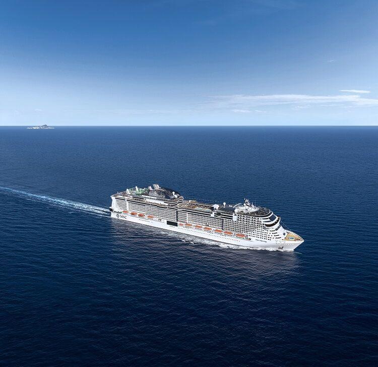 Výletná loď na mori