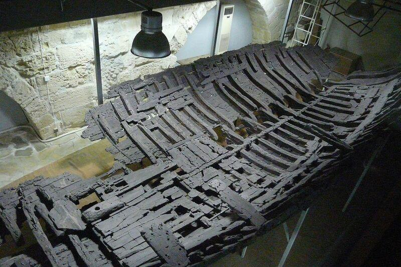 Stroskotaná loď v múzeu v kyrenii