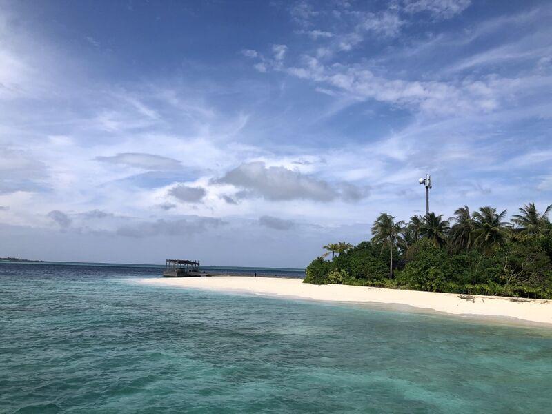 Pláž a more na maldivách
