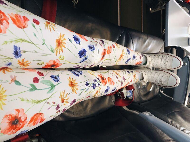 Vystreté nohy v lietadle