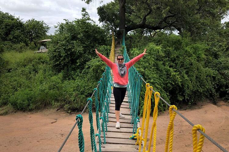 Sprievodkyňa na drevenom moste