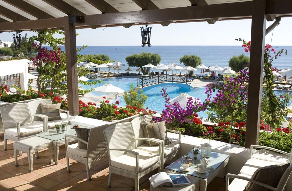 Bar s romantickým výhľadom v hoteli creta maris