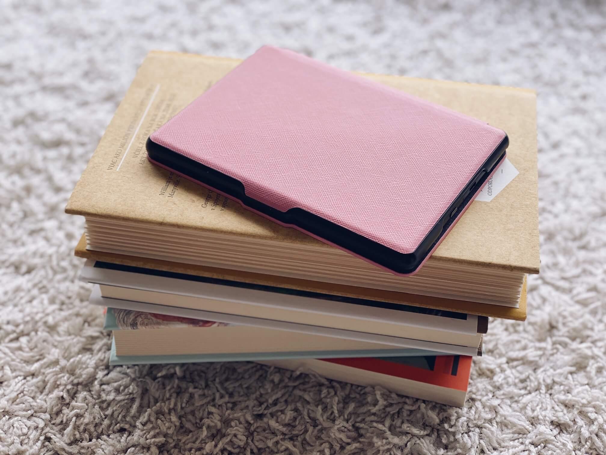Knihy a elektronická čítačka kníh