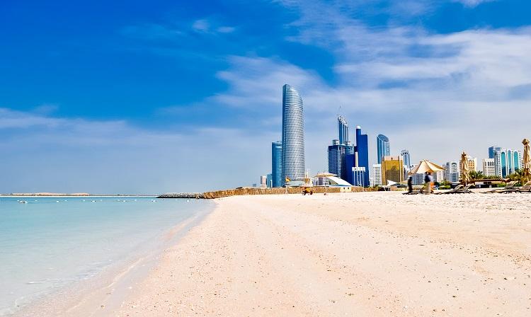 Pláž corniche v abú dhabí