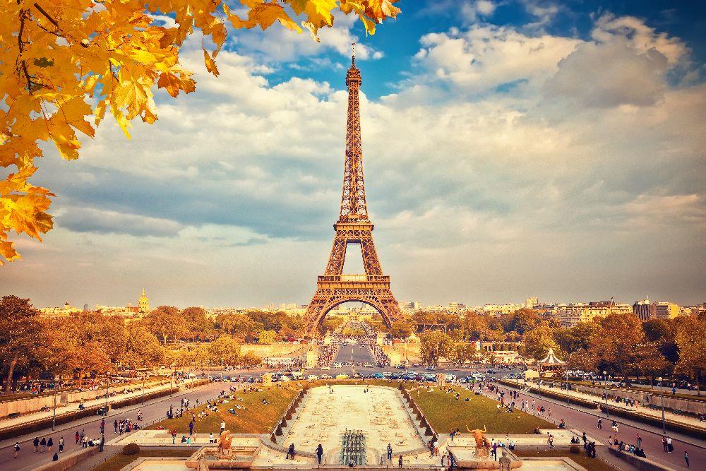 Eiffelova veža v paríži na jeseň