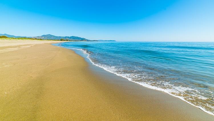 Feraxi pláž na sardínii v taliansku