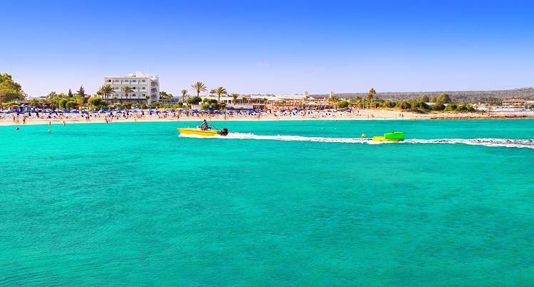 Pláž Makronissos beach na Cypre