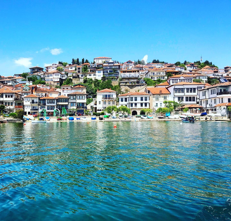 Mesto na pobreží jazera ohrid v macedónsku