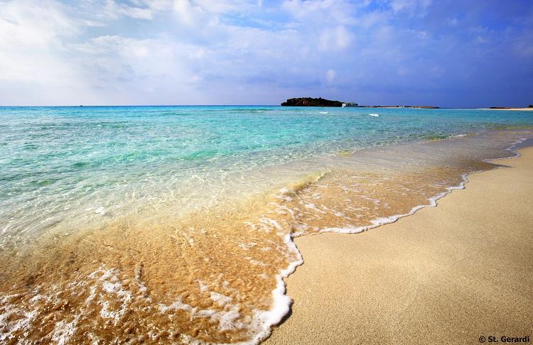 Pláž Nissi Beach na Cypre