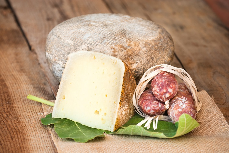 Pecorino sardo syr na sardínii v taliansku