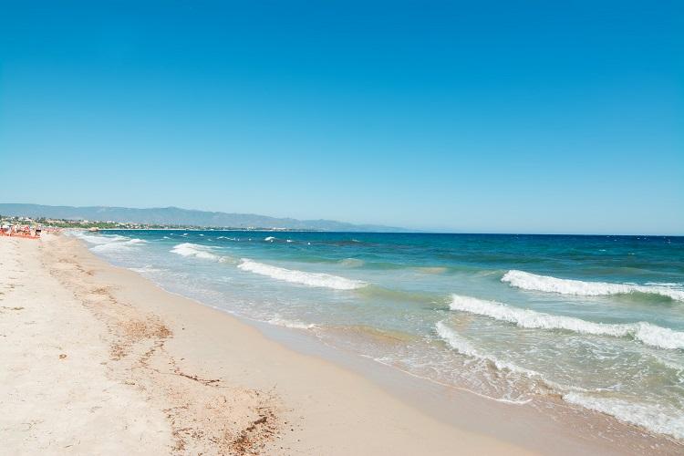 Poetto pláž na sardínii v taliansku