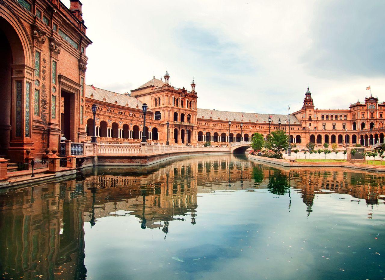 Palác v meste sevilla v španieslku
