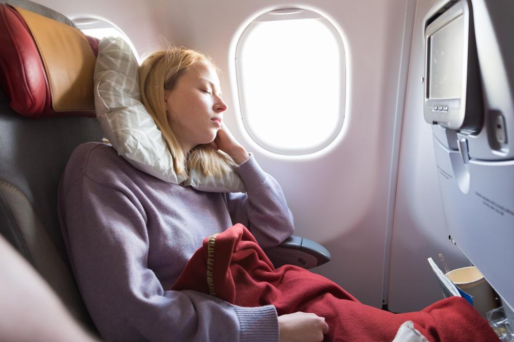 Spiaca žena v lietadle