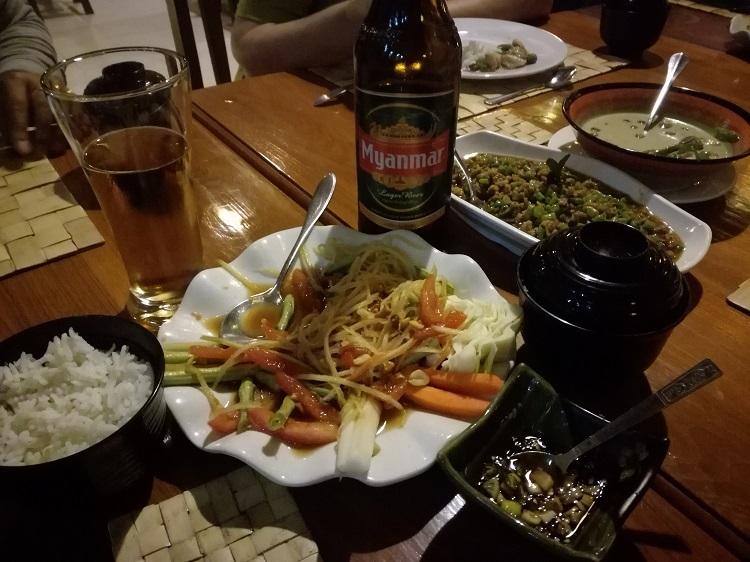 Tradičné jedlo v mjanmarsko